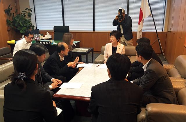 高木大臣との会談中の写真